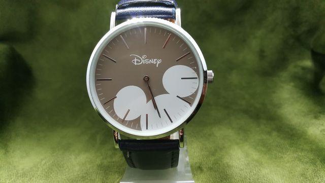 ダイソー ミッキー腕時計☆かなりのクオリティ☆さらにベルト交換でプチカスタマイズ